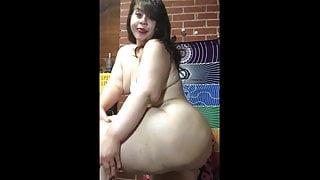 White Huge BBW Shaking That Booty
