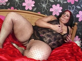 Fat mature streaming - Big fat mature slut mother doing herself