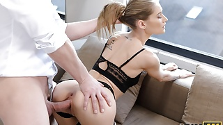 RIM4K. Slender stunner meets her man and eats him out right