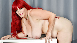 BBW milf Roxee Robinson fingers her shaven pussy
