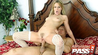 Rough Fucking And CIM End On Blonde Babe Holly Wellin