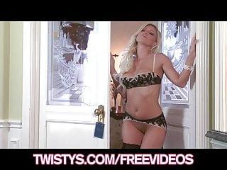 Niki minaj fucking - Blonde milf niki lee young finger-fucks her tight pussy