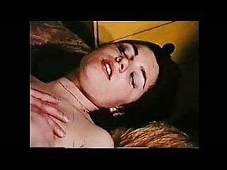 Rola gay Barbara mamando uma rola enorme engole tudo