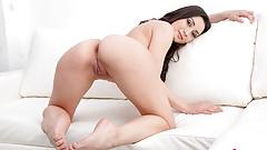 VR 4K Cona la preciosa Valentina Bianco masturbandose, follando contigo y ofreciendote todo su uerpo de pies a cabeza en realidad virtual