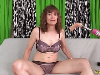 Chubby older slut - Older slut babe morgan vs dildo machine