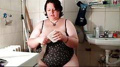 Bbw toilet having a bit of gassy