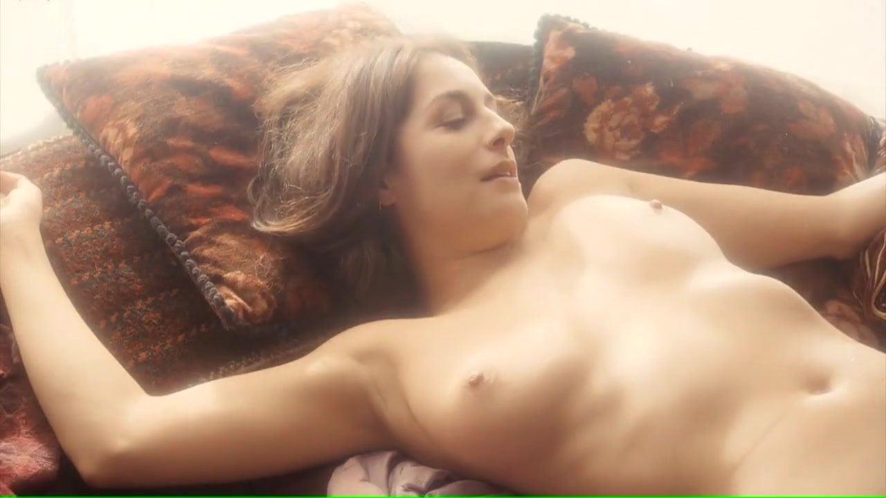 Casar  nackt Amira Lesbian Videos