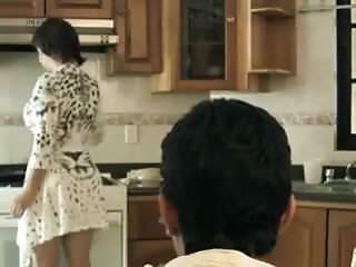 Milf mature erotica - Japa na cozinha com fantasias eroticas