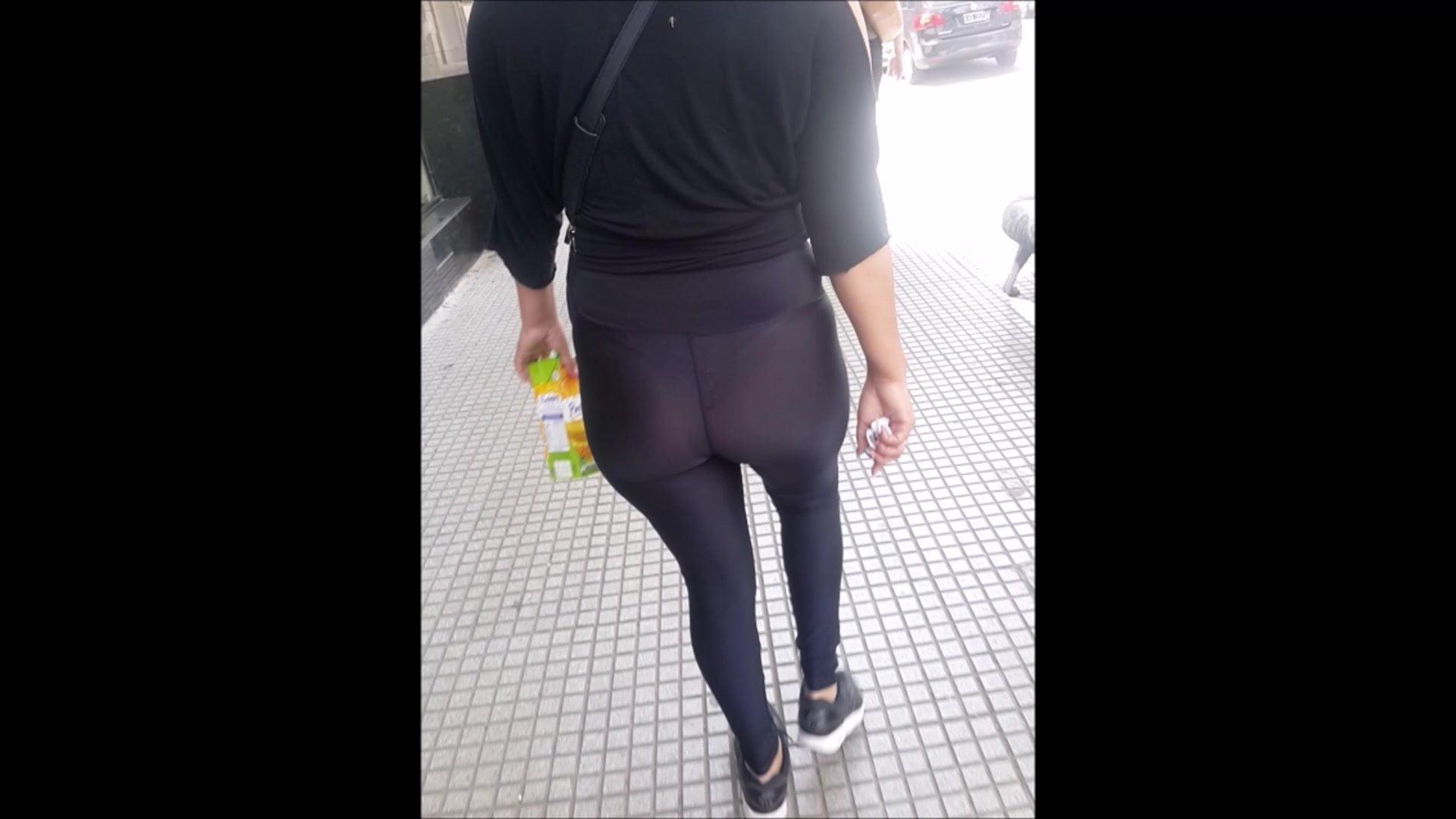 Metro argentina upskirt debajo falda sin ropa interior calzon piernas