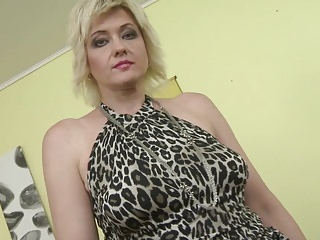 Video feeds mature - Mature mom with saggy tits feeding pussy