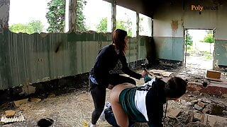 Blogger girl fucked a guy in a abandoned place(pegging, cum)