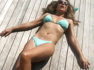 Elizabeth hurley naked free Elizabeth hurley laying outdoors in a bikini
