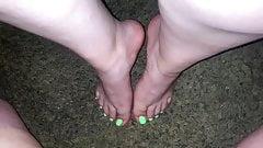 I cum so hard on her sexy feet (Cum on feet)