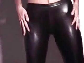 Latex show - Kaitlyn showing off in wetlook leggings