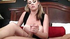 Доминантная жена с большими сиськами унижает его рабынь