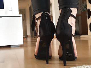 Free sexy walking videos - Walk in sexy black heels