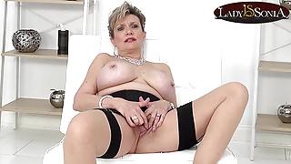 JOI fun with cuckoldrix tease Lady Sonia