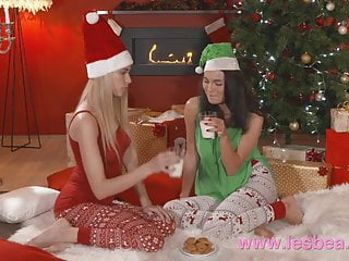 First anal encounter with strap on Lesbea xmas girlfriend gets first time fuck with a strap on