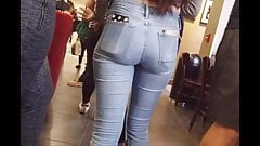 Tight Latina Booty in Jeans