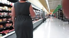 A MILF PAWG with a massive juicy round rump