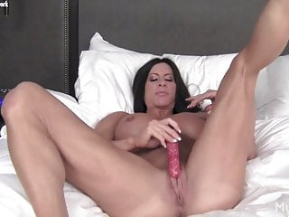 Sex with women bodybuilders Ripped female bodybuilder fucks a vibrator in bed