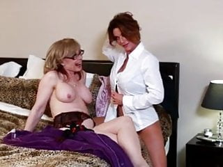 250 pound sexy girl woman smoothering - Les girls 250