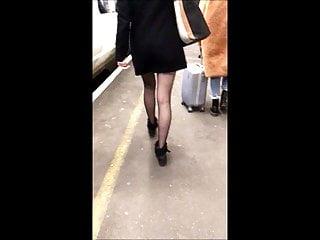 Miniskirt upskirt galleries - Candid miniskirt upskirt