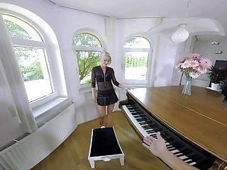 Blind asian girl pianist The pianist