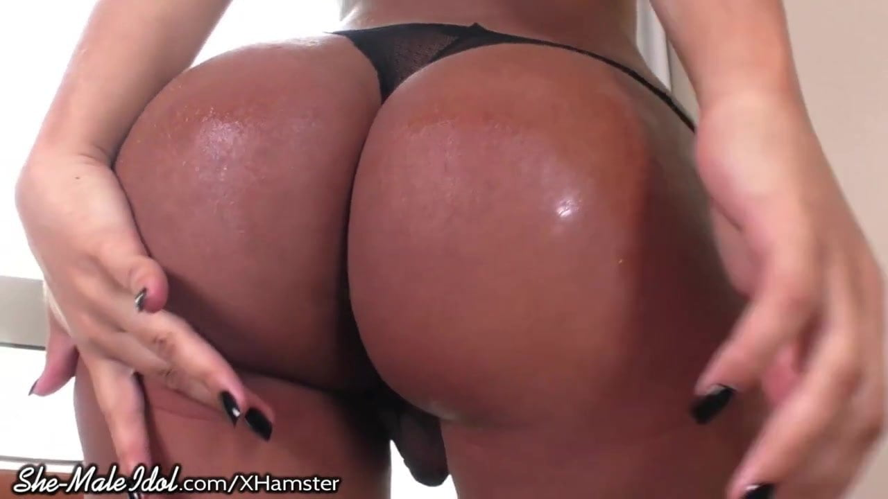 Big Ass Masturbates Public