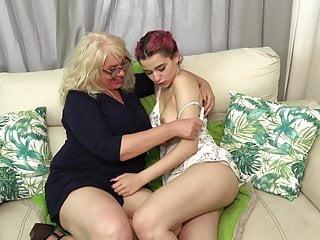 Busty mom lesbian pic Daughter fucks big busty mom