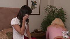 Cindy Craves Turns Bobbi Starr Into A Lesbian