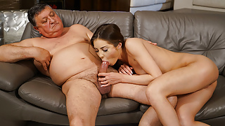 Sugardaddy Buying gifts for Young Juicy Pussy Akira May