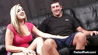 Naked 20yo Dayna Vendetta Uses Size 9 Feet To Foot Fuck Cock