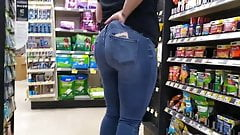 PAWG Store clerk showing off big ass Pt 2