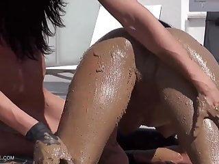 Sexy dead women Dead sea mud - queensnake.com - qsbdsm.com