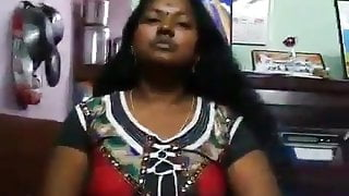 Chennai aunty shoowing her hot body with tamil audio