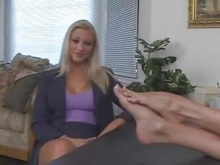 Xhamster lesbian toes suck Lesbians licking and sucking toes