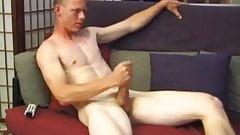 Джастин бьет его жесткое мясо