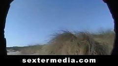Haarige Fotzen Show am Strand