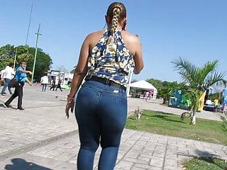 Sexy latina ass gallery - Super sexy plump latina ass on the stroll