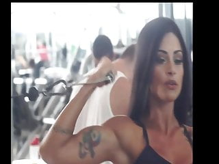 Cum with my biceps Aline riscado huge biceps in biceos curls.