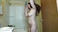Câmera escondida menina peituda se vestindo no banheiro