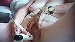 Волосатая бабушка с вибратором 2