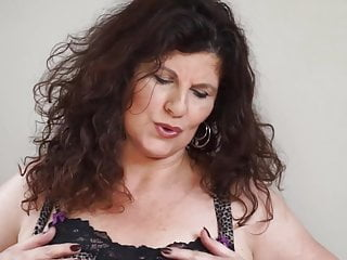 Moms tits and ass - Sexy curvy mature mom with big tits and ass