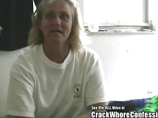 Nice lady ass crack - Old lady hooker loves crack and bj
