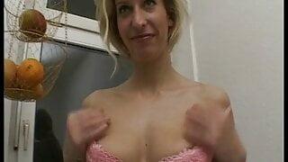 Nympho schlampe rasiert sich ihre haarige fotze inder dusche