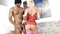 Busty Mature Isabella Rossa Gets Pounded By A Big Black Cock