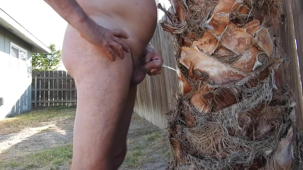 Naked peeing