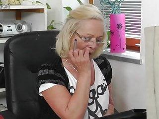 Student fucks blonde granny porn - Old granny fucks young student at work