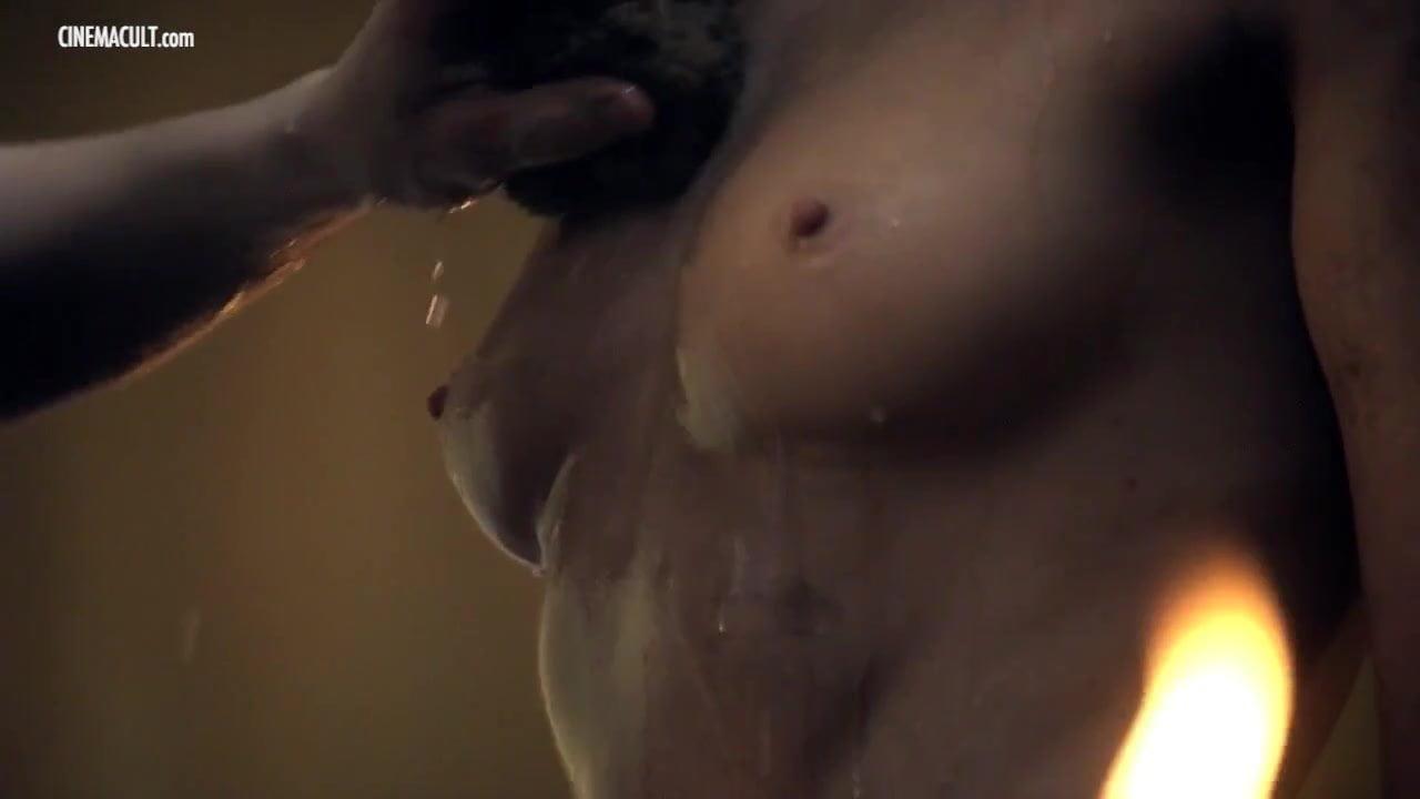 Robson nackt T-Ann Manora  Katie Stevens